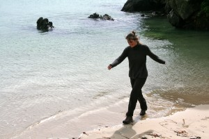 beach-walking-stewart-island-new-zealand