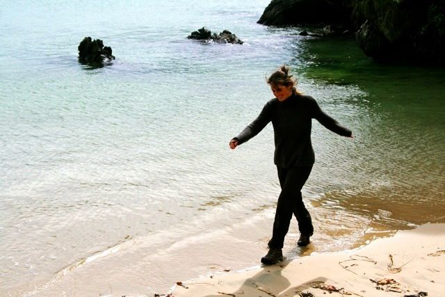 image-beach-walking-stewart-island-new-zealand