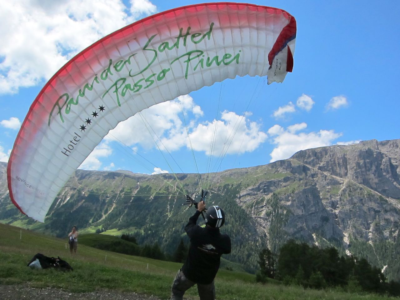 image-ruben-mahlknecht-paraglider-in-the-dolomites