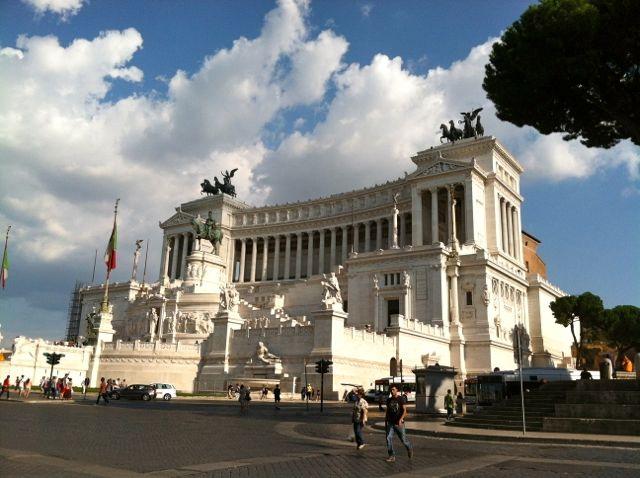 image-altare-della-patria-in-piazza-venezia-rome-italy