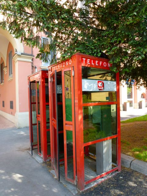 image-phone-booth-in-bologna-italy