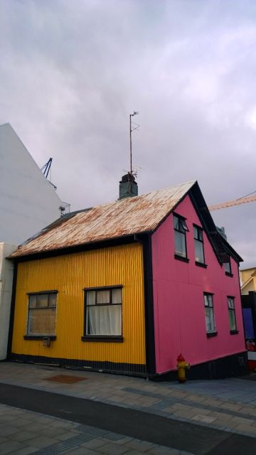 image-colorful-cottage-reykjavik-iceland